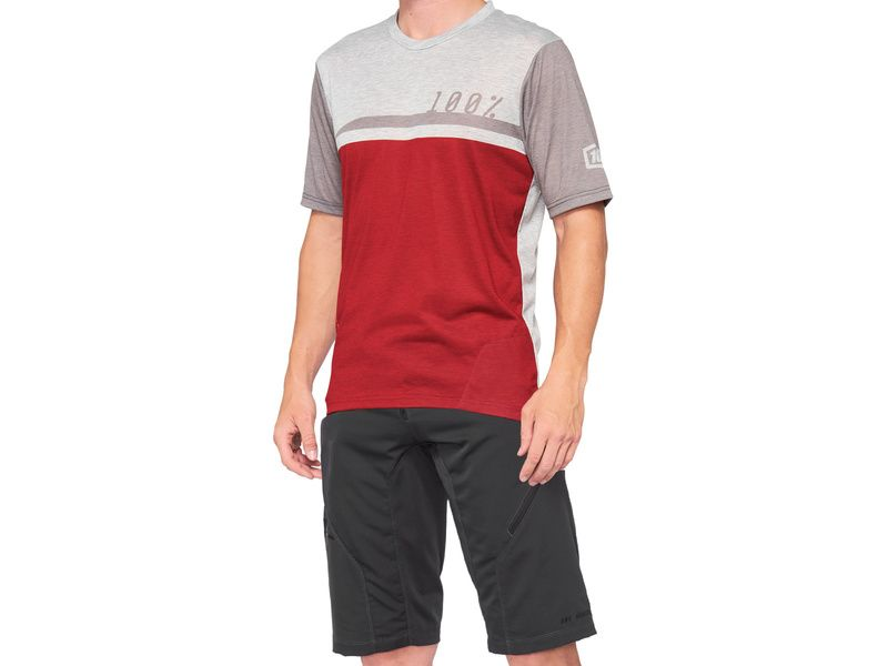 100% Airmatic Cherry Short and Jersey gear set 2021